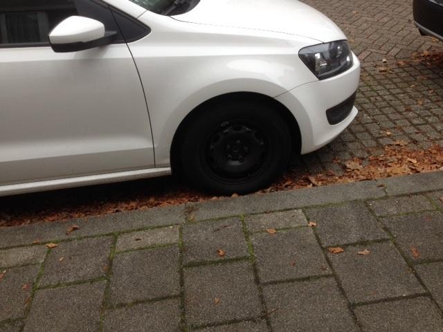 Verwonderlijk Onbekenden stelen wieldoppen van auto - Sliedrecht24 GT-98