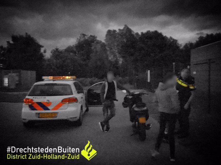 Agenten grijpen scooterrijder in kraag na achtervolging