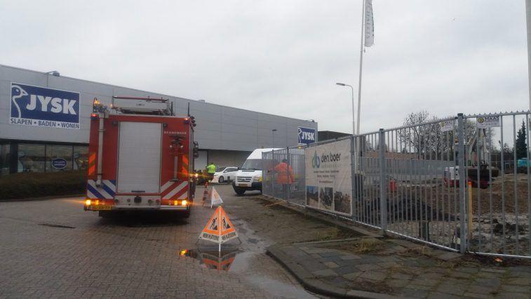 Hulpdiensten gingen rond 09.00 uur naar de plaats van het incident. Een deel van de straat was afgezet. (Foto Brenda Donk / Sliedrecht24)